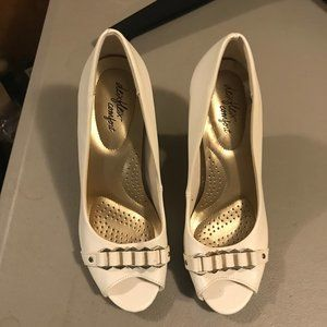 White 3 in pumps with gold detailing